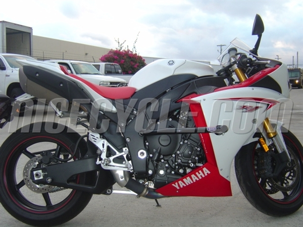 Yamaha YZF R1 Race Rail Frame Sliders Stunt Armor 2009-Present by Racing 905